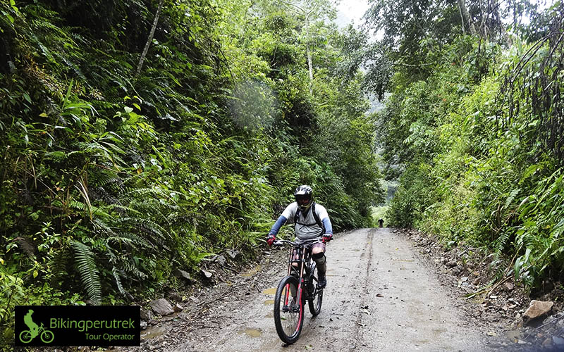 DEATH ROAD BIKING PERU TREK