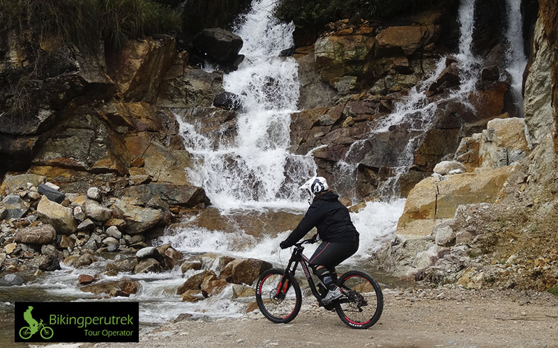 death road biking peru