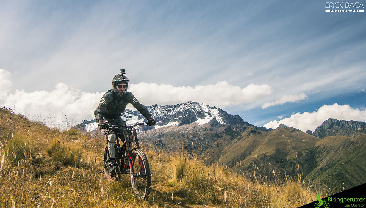 rider sacred valley mountain bike tour